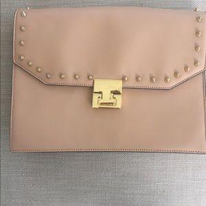 Medium size clutch